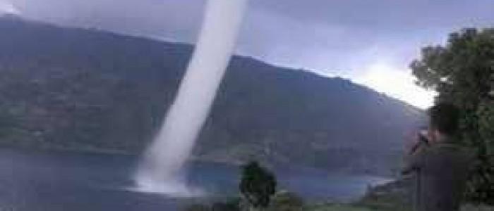 'Tornado' Danau Bawah Ternyata Waterspot