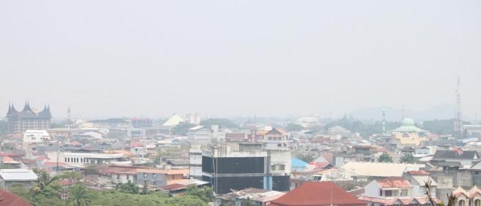 Kabut Asap Selimuti Langit Kota Padang