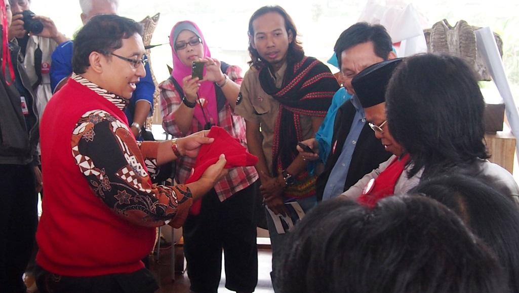 Perhimpunan Sastra Budaya Negara Serumpun (PSBNS) secara resmi dideklarasikan di Rumah Budaya Fadli Zon, Kamis (21/11). Fadli Zon dikukuhkan sebagai Ketua Umum PSBNS. (Foto: Ist.)