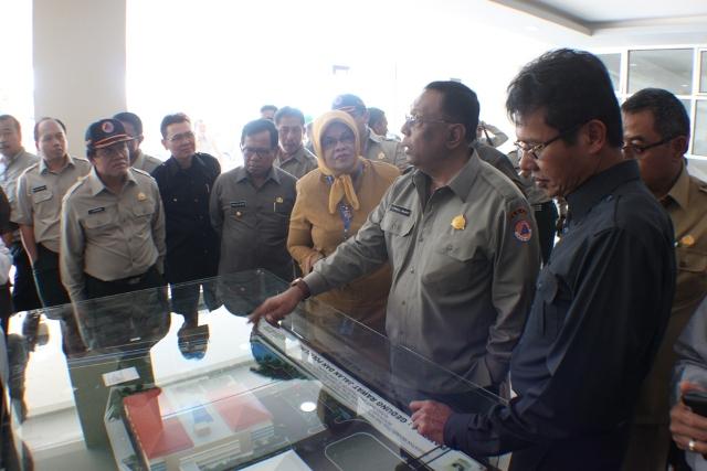 Syamsul Maarif, Kepala Badan Nasional Penanggulangan Bencana (BNBP) melakukan peninjauan rencana Pembangunan salah satu Shalter di Kota Padang