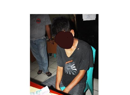 Pelaku pemerasaan saat di Polsekta Padang Selatan. FOTO/GS
