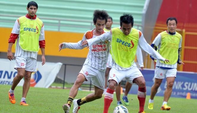 Para pemain Semen Padang saat melakukan latihan.  FOTO/ANT