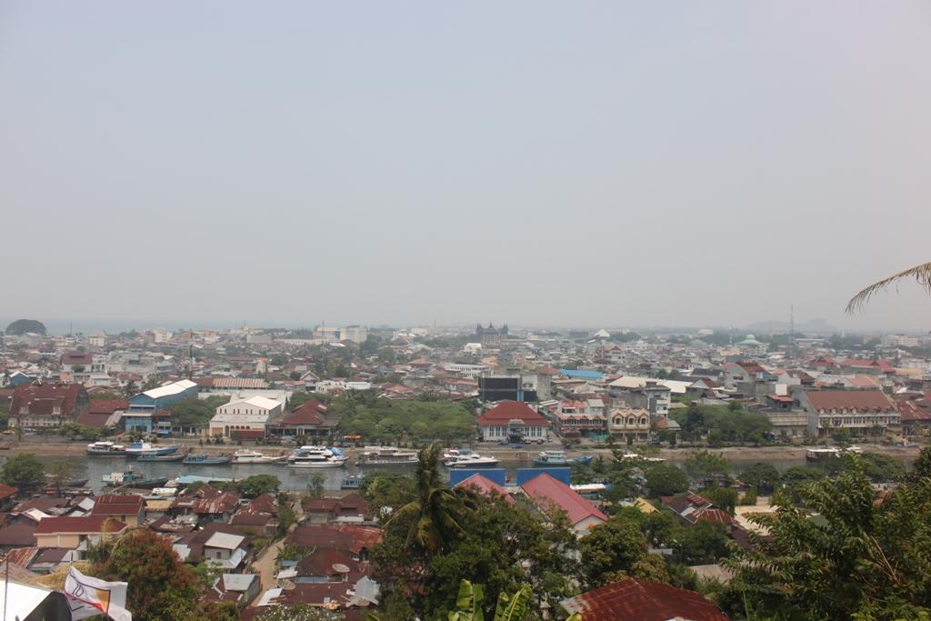 Asap kiriman kebakaran lahan Provinsi Riau di Kota Padang. FOTO/HUDA PUTRA