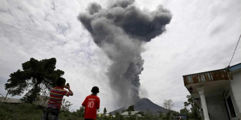 Gunung Sinabung Meletus. FOTO/KOMPAS