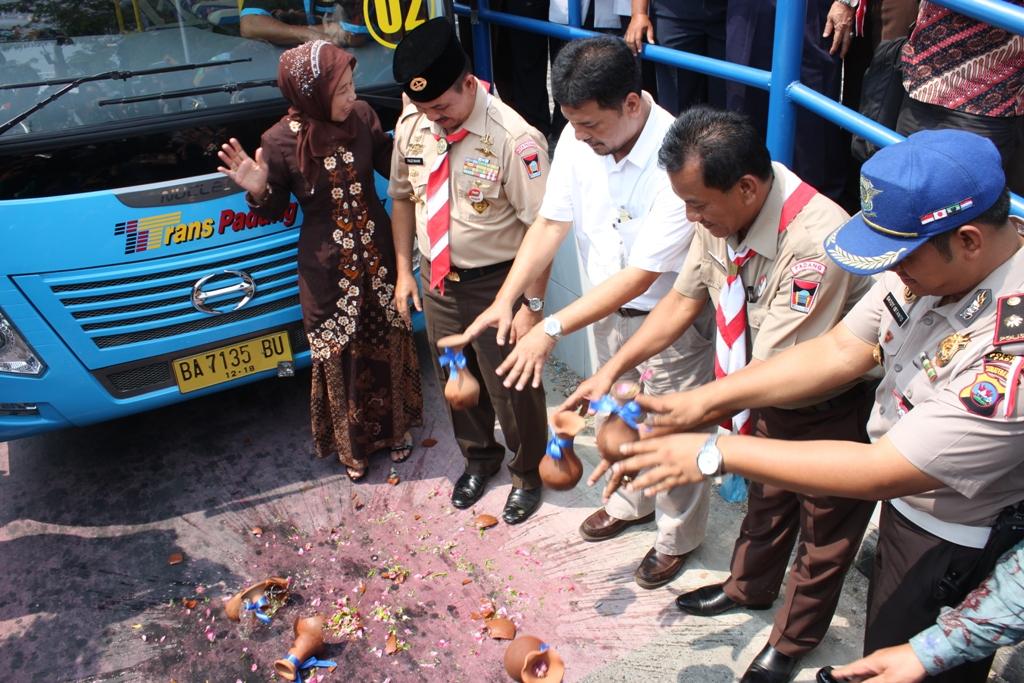 Peresmian pengoperasian Bus Trans Padang oleh Walikota Padang, dan Dirjen Sistem Bina Transportasi Perkotaan. FOTO/ HUDA PUTRA