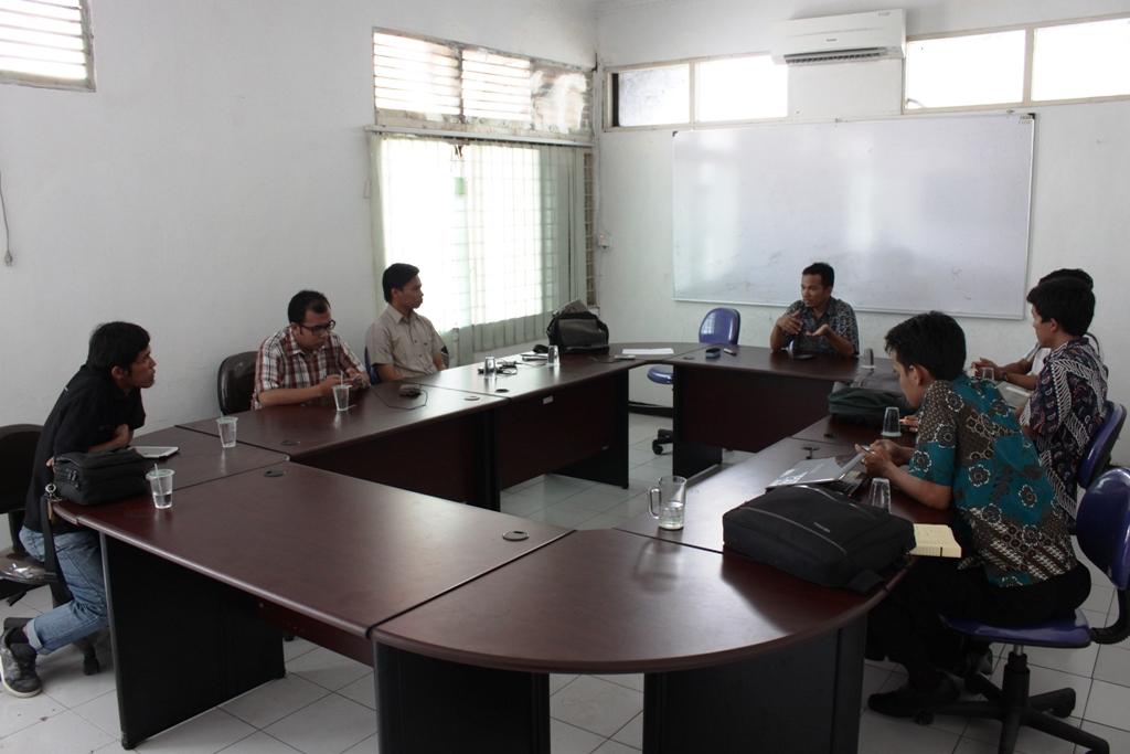 Forum Social Media Sumatera Barat saat berdiskusi dengan Ombudsman RI. FOTO/HP