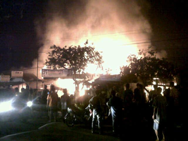 Kebakaran di kawasan Lubuk Buaya, Kota Padang. FOTO/FJ