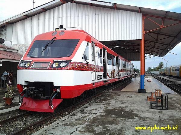 Railbus Bandara yang akan melayani penumpang KA dari Simpang Haru-BIM. FOTO/KLIKSUMBAR/ELPHI