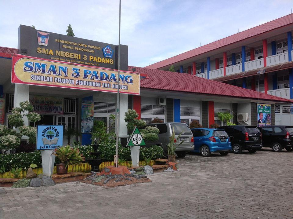SMA 3 Padangg