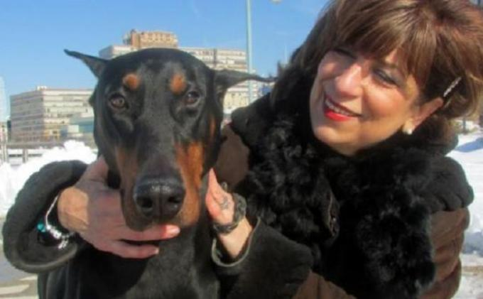Diane Papazian (56 tahun) dan anjing peliharaannya, Troy.