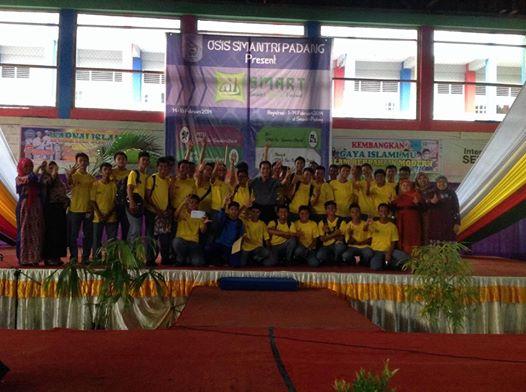 Pelajar pelopor lalu lintas dan bahaya narkoba Kota Padang asal SMA N 3 Padang. FOTO/REL