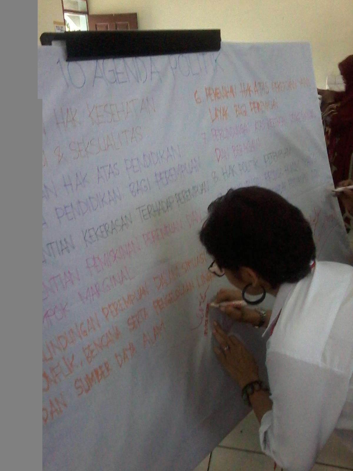 Deklarasi 10 kontrak politik oleh 31 Caleg Perempuan Asal Sumatera Barat. FOTO/PUTRA