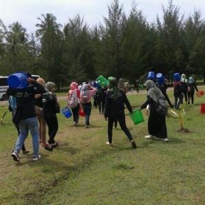 Aksi Penanaman Pohon oleh panitia AIA