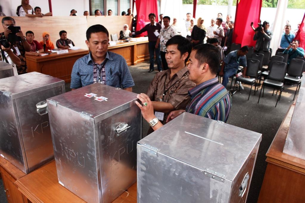 Simulasi pelaksanakan Pemilu 2014 di KPUD Sumbar. FOTO/HP