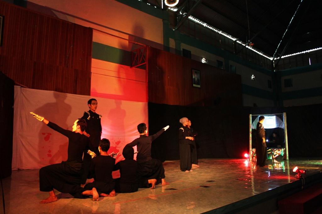 Pementasan Teather Rumah Teduh yang dilaksanakan oleh Unit Kegiatan Seni Universitas Andalas (UKS-UA).