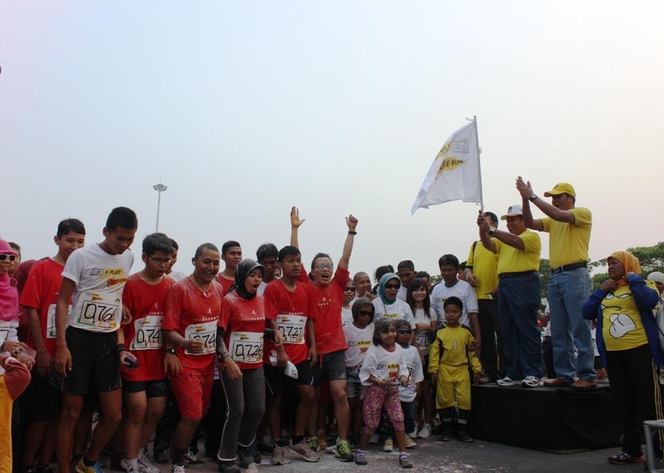 """Wakil Gubernur Sumbar, Muslim Kasim membuka """"Selfie Run Indosat"""" di Danau Campago, Kota Padang. FOTO/HP"""