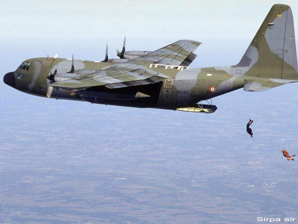 Pesawat C-130 Hercules.