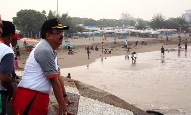 Pj Walikota Padang, Erizal saat meninjau lokasi Simulasi Evakuasi Mentawai Megathrust. FOTO/REL/KS