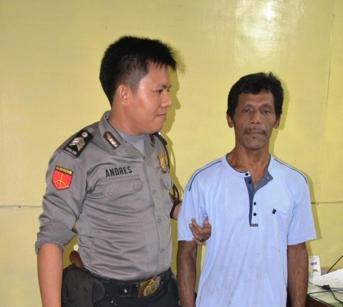 Pelaku saat diamankan di Polsek Lubuk Kilangan. FOTO/CIS