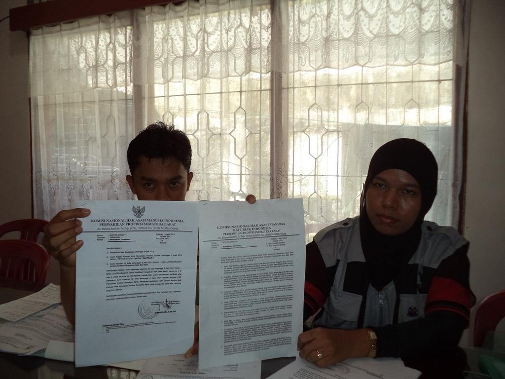 Lembaga Bantuan Hukum Pergerakan Indonesia didampingi Lembaga Perlindungan Anak Sumbar memperlihatkan sejumlah temuan kejanggalan terhadap kasus pemerkosaan siswi Mts di Kenagarian Guguak, Kabupaten 50 Kota.