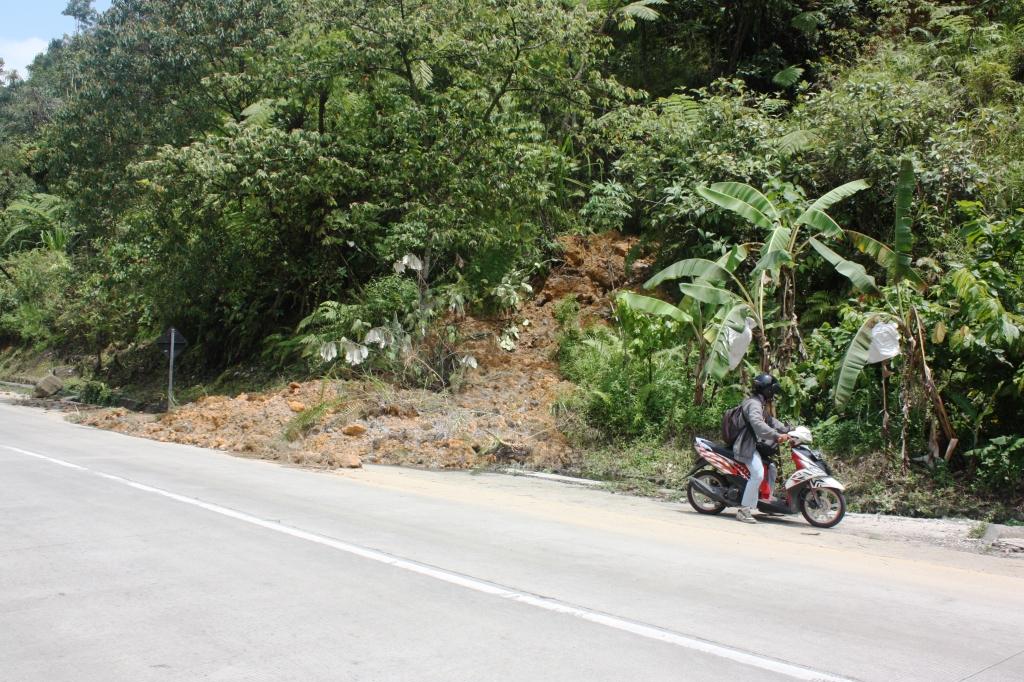 ILUSTRASI. Longsoran kecil di Lubuk Paraku, Kota Padang. FOTO/CIS