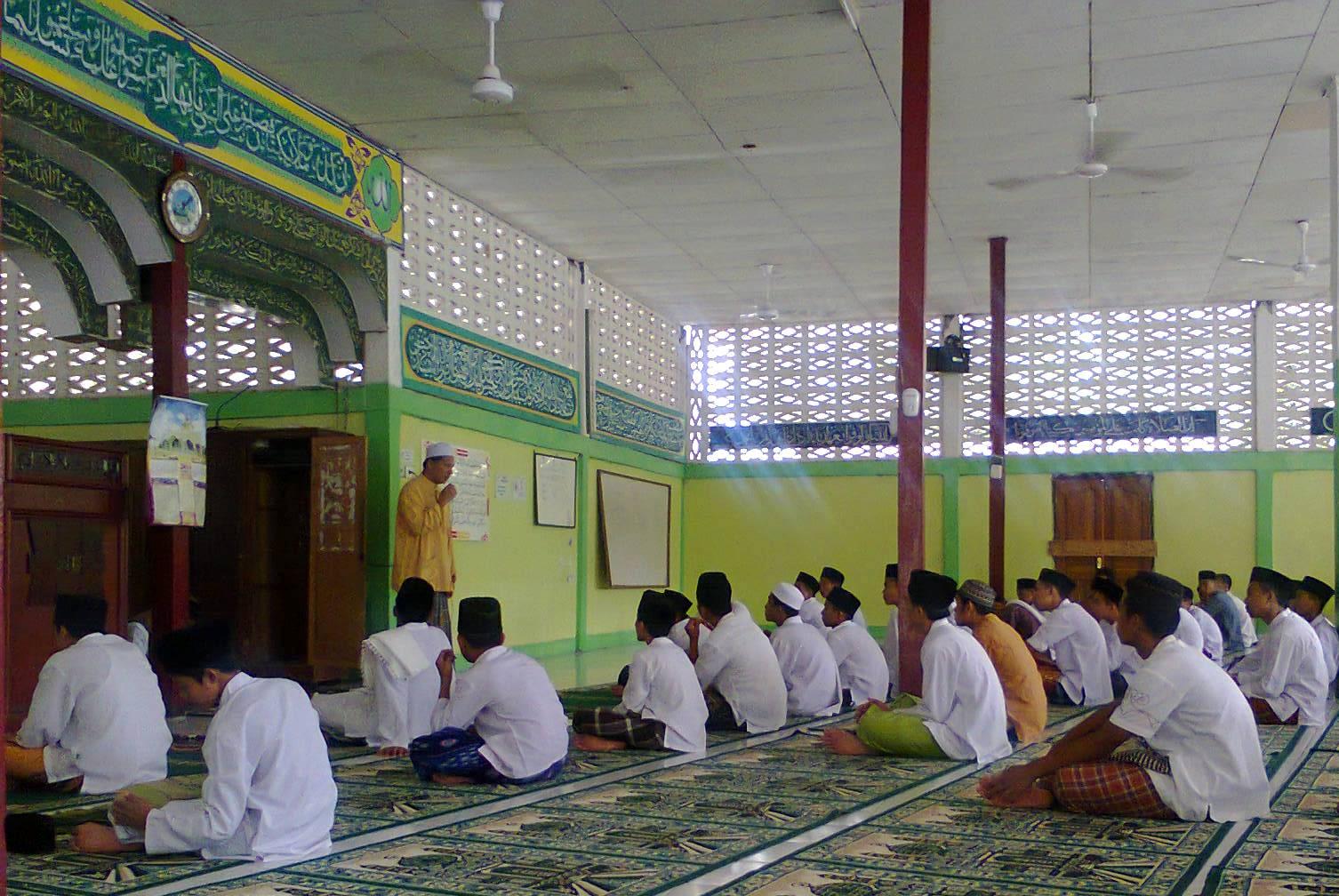 Pertukaran Pelajar. Pengusaha muda Kelantan, Moch. Ramzi Ibrahim, saat memberikan sambutan usai salat Jumat di Ponpes Modern Prof. Dr. Hamka, Padangpariaman, Jumat (2/5). FOTO/IST