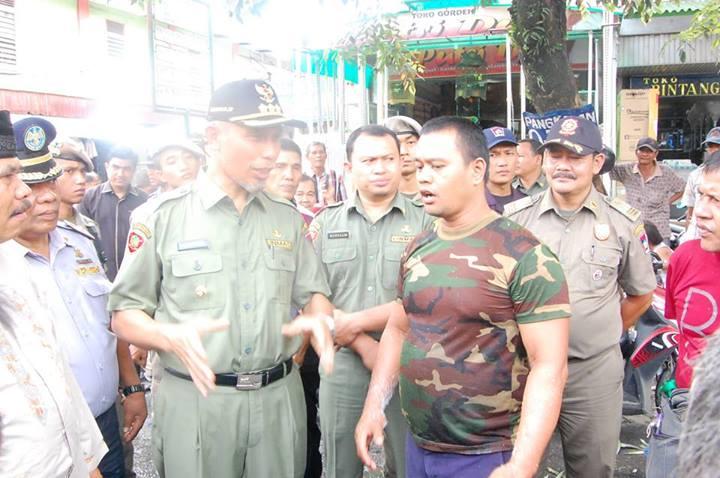 Walikota Padang, Mahyeldi Ansarullah menyambangi Pasar Raya Padang dalam rangka 100 hari kerja. FOTO/IST