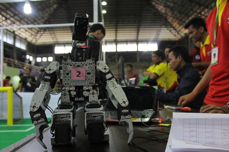 Kontes Robot Indonesia Regional Sumatera di Politeknik Negeri Padang. FOTO/YATHADA