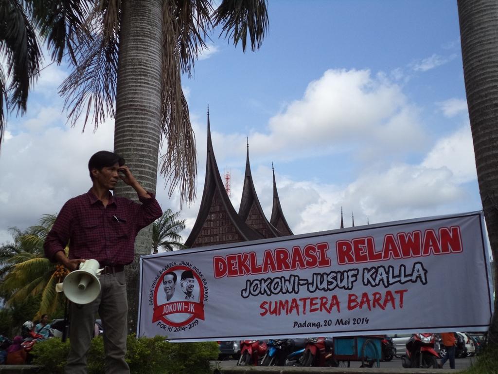 Deklarasi Relawan Jokowi-Jusuf Kallan For RI di Lapangan Imam Bonjol Kota Padang. FOTO/IKHWAN