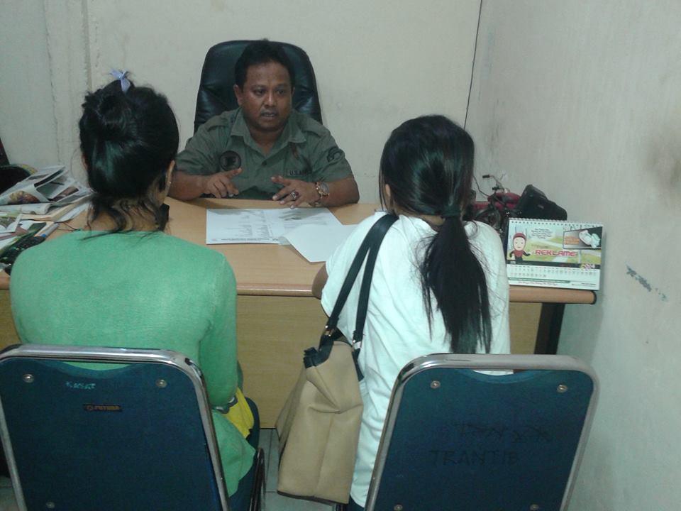 Wanita yang tertangkap di Mako Pol PP Padang. FOTO/GS