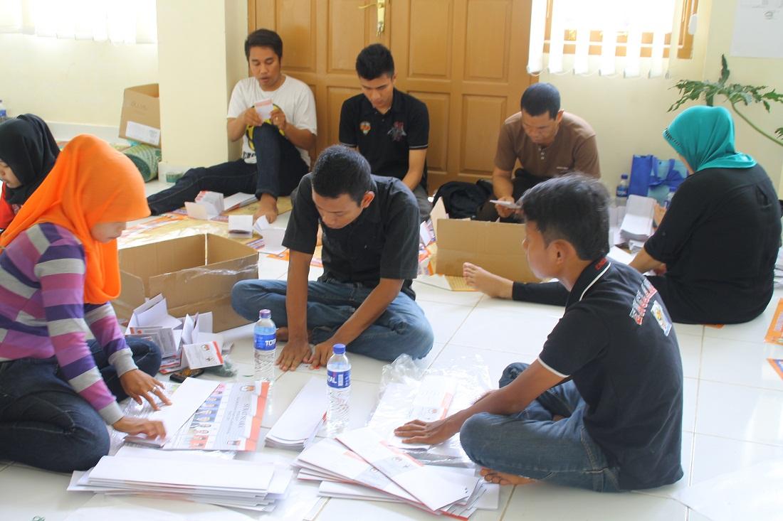 Ilustrasi pelipatan dan penyortiran surat suara. Foto : Istimewa .KabarPadang