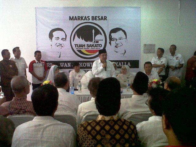 Cawapres Jusuf Kalla di Markas Besar Relawan Tuah Sakato, Kota Padang. FOTO/KLIK SUMBAR