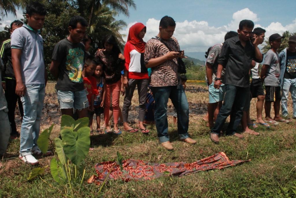 Dua saudara kandung ditemukan tewas di area persawahan Rimbotarok, Kelurahan Gunuang Sariak, Kecamatan Kuranji, Sabtu (26/7).