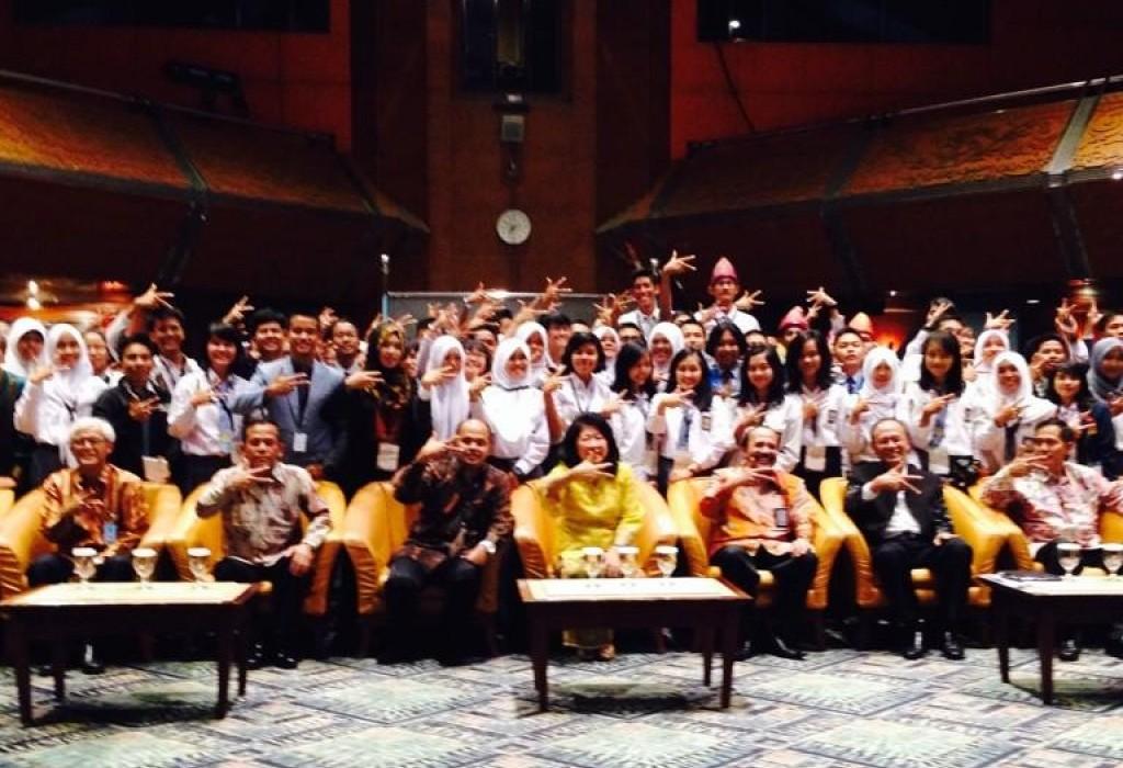 Foto bersama dengan Mari Eka Pangestu selaku Menteri Pariwisata dan Ekonomi Kreatif. Foto : Rully Satria
