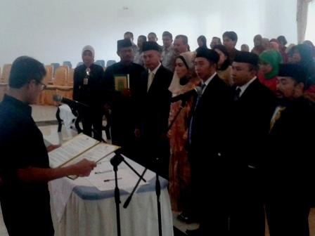 Gubernur Sumbar, Irwan Prayitno melantika lima Komisioner Komisi Informasi Publik (KIP). Foto : Istimewa