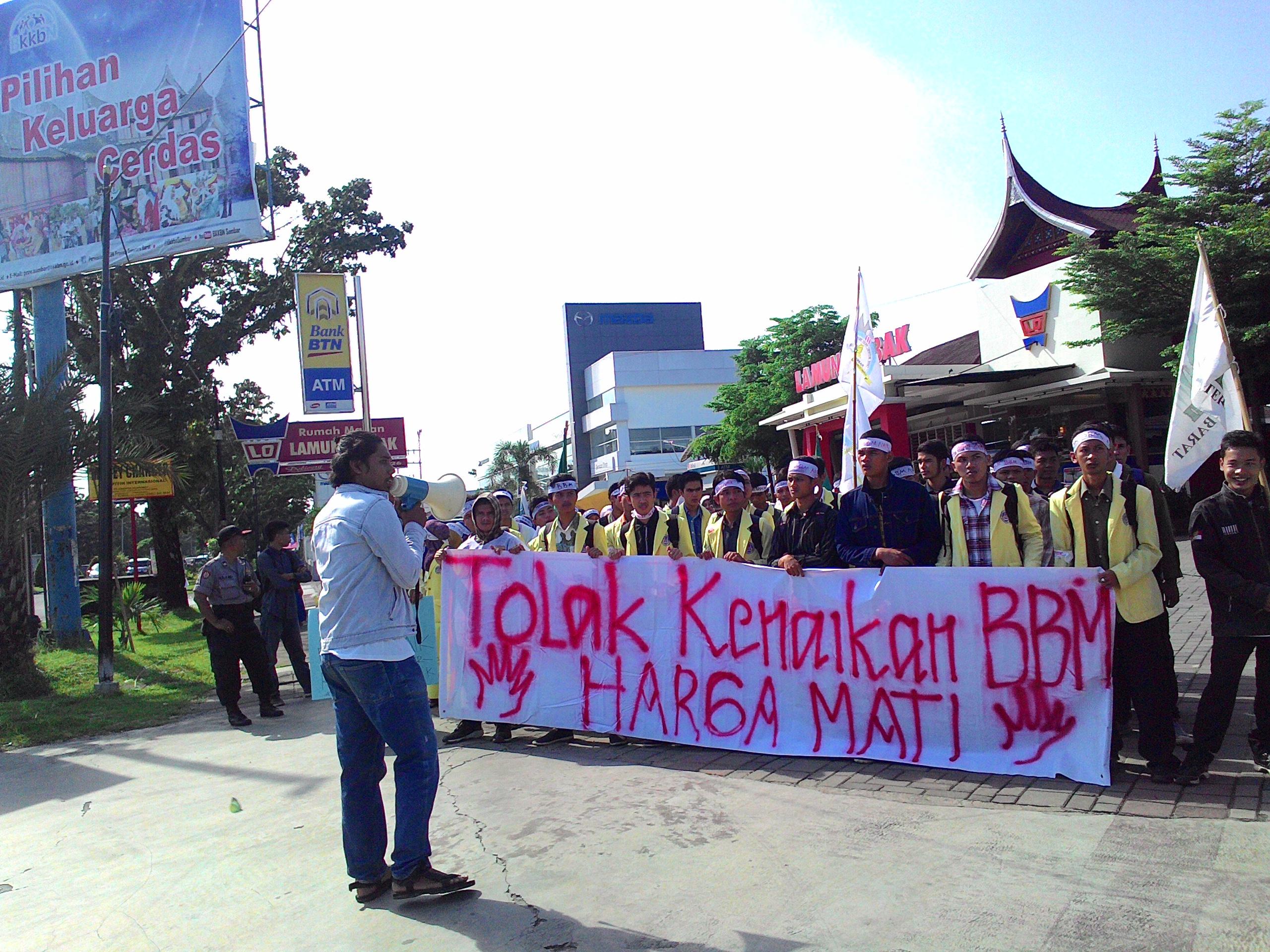 Unjuk rasa ratusan mahasiswa tolak kenaikan harga Bahan Bakar Minyak (BBM). Foto : RadioSushiFM