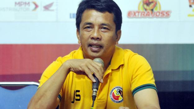 Pelatih Semen Padang FC, Jafri Sastra. Foto : Indosport.com