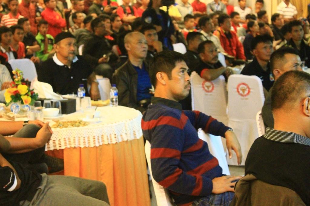 Pelatih Semen Padang FC, Nil Maizar. Foto : Ikhwan