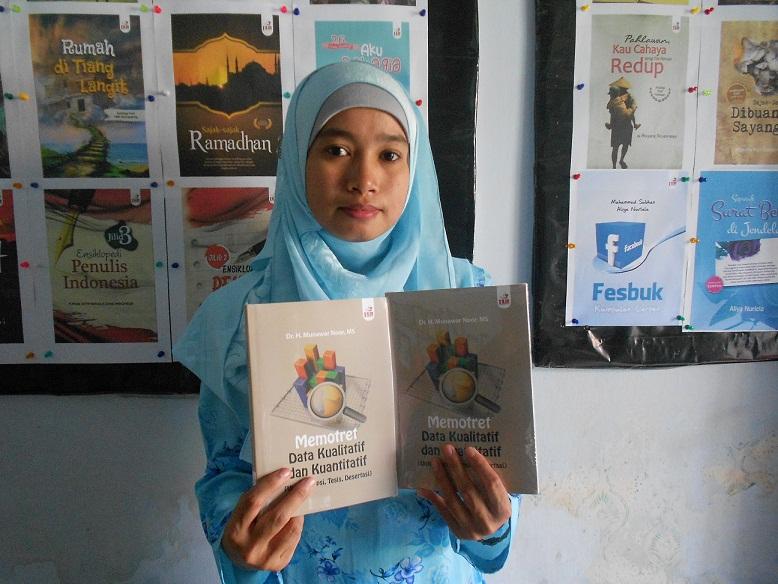 """Buku """"Memotret Data Kualitatif dan Kuantitatif"""" karya Dr. Munawar Noor, MS."""