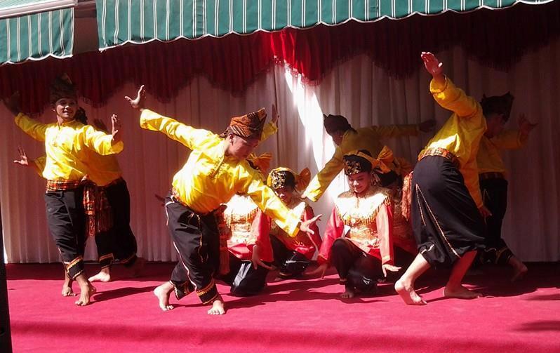 Tim kesenian Sumbar Talenta di Aljazair. Foto : Istimewa