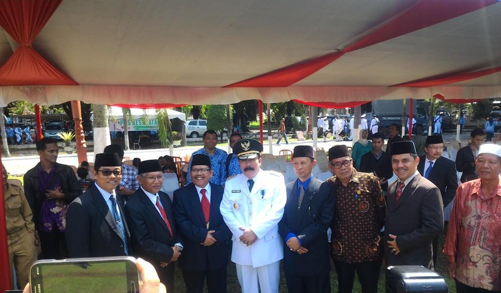 Pj Gubernur Sumbar, Reydonnyzar Moenek usai Upacara Peringatan HUT RI ke-70 di Kantor Gubernur Sumbar, Kota Padang. Foto : Ikhwan